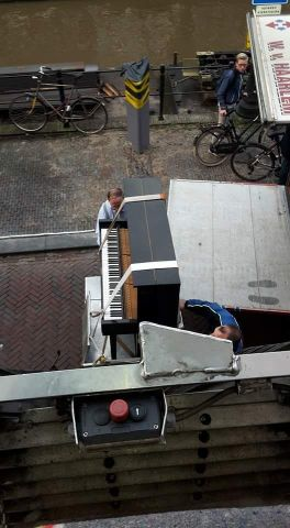 Transport piano vrachtwagen